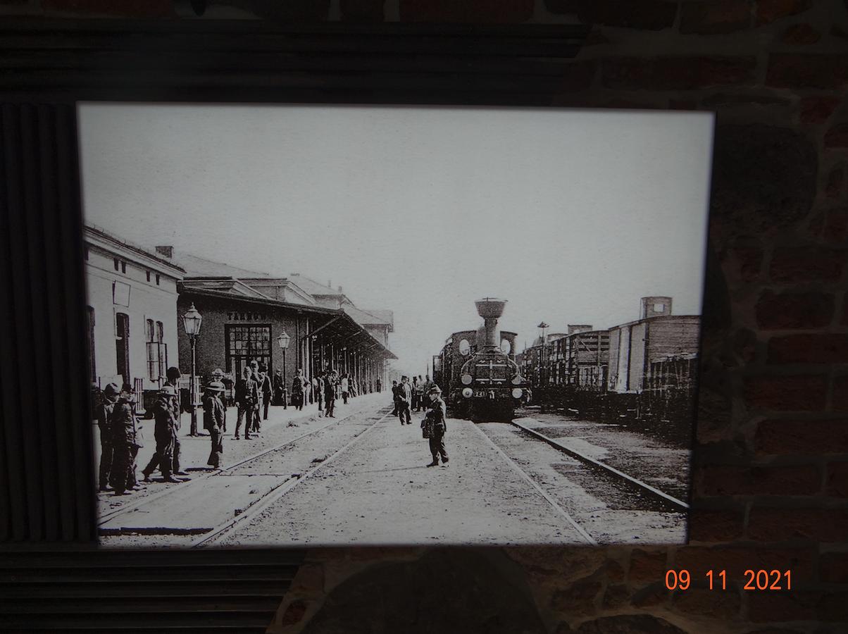Dworzec kolejowy Tarnów. Około 1890 roku. Zdjęcie Muzeum w Tarnowie