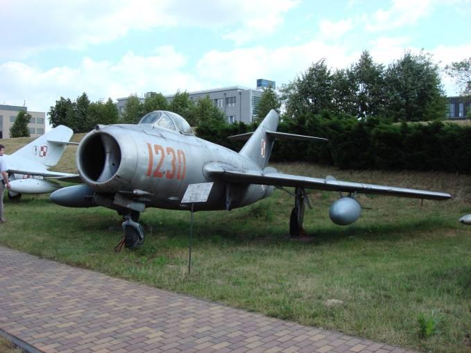 WSK Lim-2 nb 1230 nr 1B 12-030. Czyżyny 2008r. Podstawowy samolot myśliwski w Malborku w 50-tych latach.