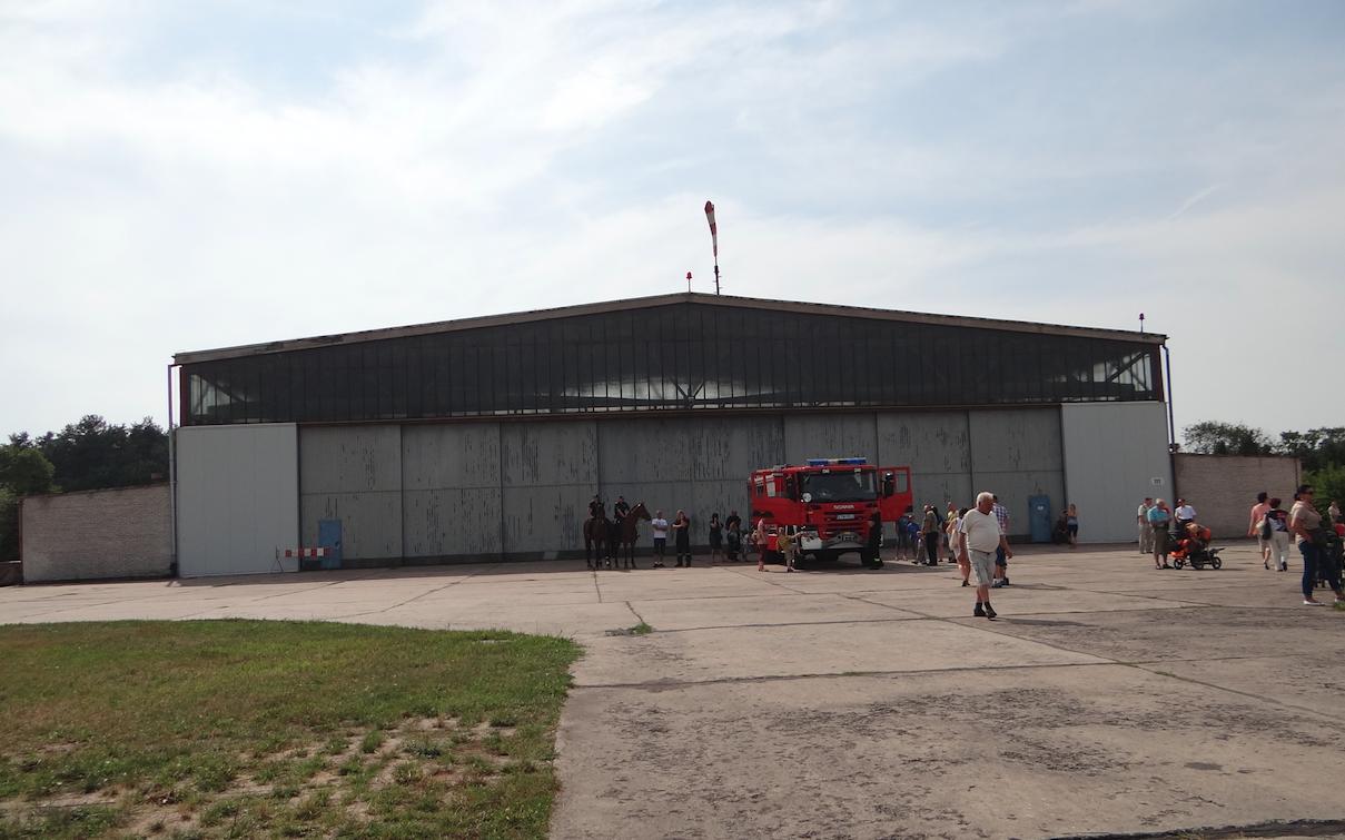 Hangar na Lotnisku Tomaszów Mazowiecki. 2012 rok. Zdjęcie Karol Placha Hetman
