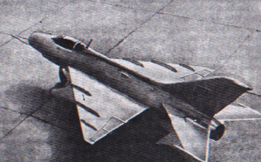 Mikojan i Guriewicz E-4 po przebudowie skrzydeł. Zdjęcie LAC