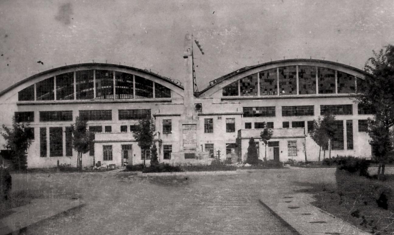 Hangary Inżyniera Tadeusza Obmińskiego. Widok od zaplecza. Zdjęcie LAC
