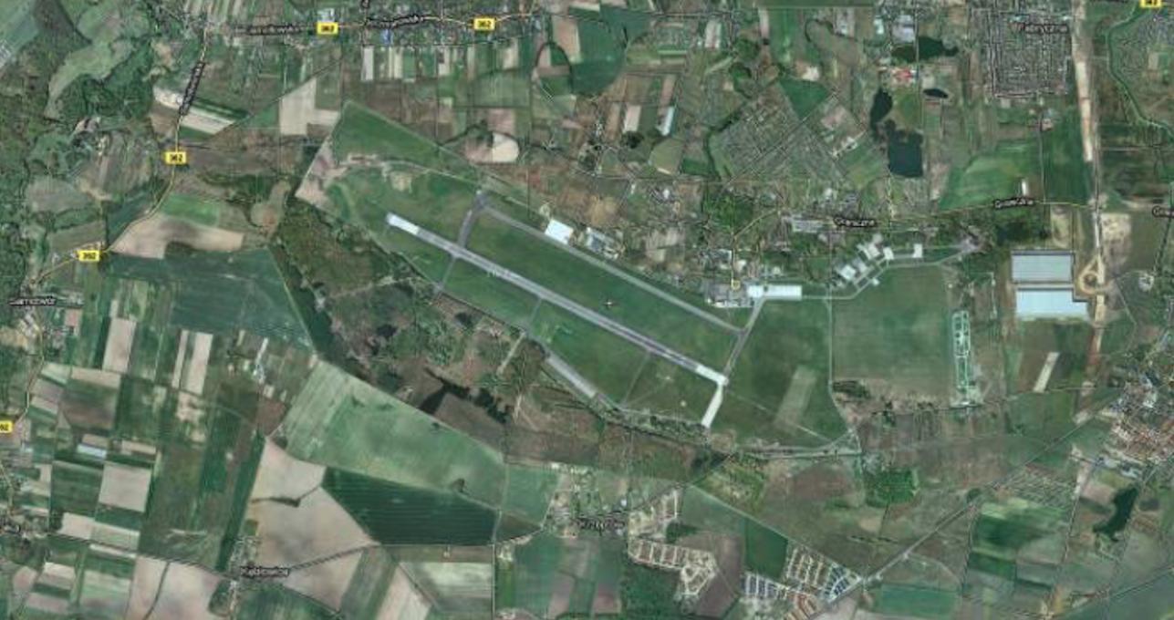 Lotnisko Strachowice - Wrocław. 2010 rok. Zdjęcie google
