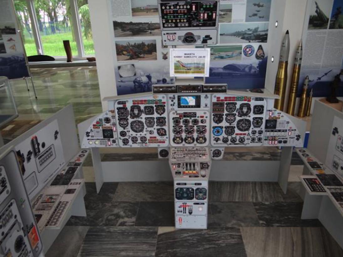 Makieta kabiny samolotu Jak-40 w Muzeum Sił Powietrznych w Dęblinie. 2012 rok. Zdjęcie Karol Placha Hetman
