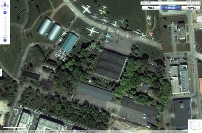 Lotnisko Czyżyny w widoku z satelity. Główne obiekty MLP. Jeszcze przed rozpoczęciem budowy nowego obiektu-centrum MLP. 2008r.
