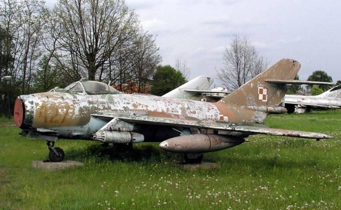 Lim-6 bis nb 427 użytkowany w Mirosławcu. Muzeum Lublinek. 2003r.