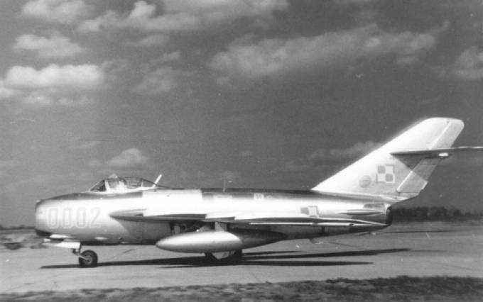 WSK Lim-5 nb 0002 nr 1C 00-02. Jeden z trzech samolotów Lim-5 serii zerowej, przechodzi próby w Malborku. 1957r.