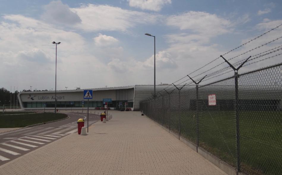 Terminal Portu Lotniczego Lublin w Świdniku. Widok od strony wschodniej. 2016 rok. Zdjęcie Karol Placha Hetman