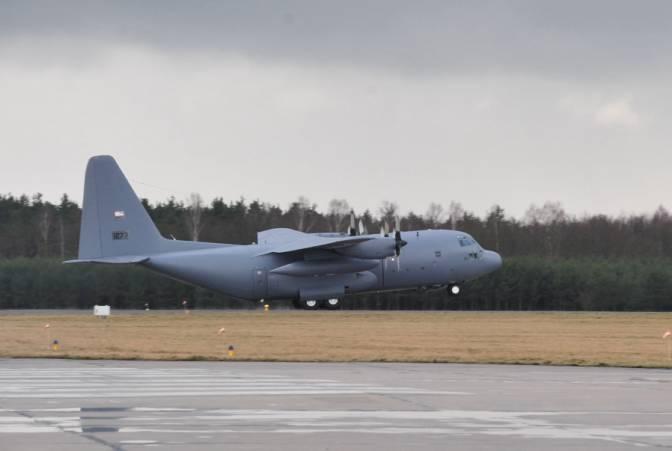 24.03.2009r. C-130 E Herkules nb 1501 ląduje w Powidzu. Oznaczenia jeszcze USAF.