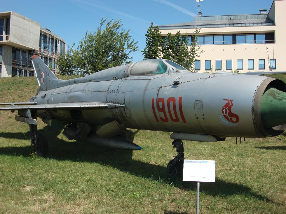 MiG-21 PF nb 1901. Czyżyny. Na kadłubie godło 1 PLM Mińsk Mazowiecki. 2007 rok. Zdjęcie Karol Placha Hetman