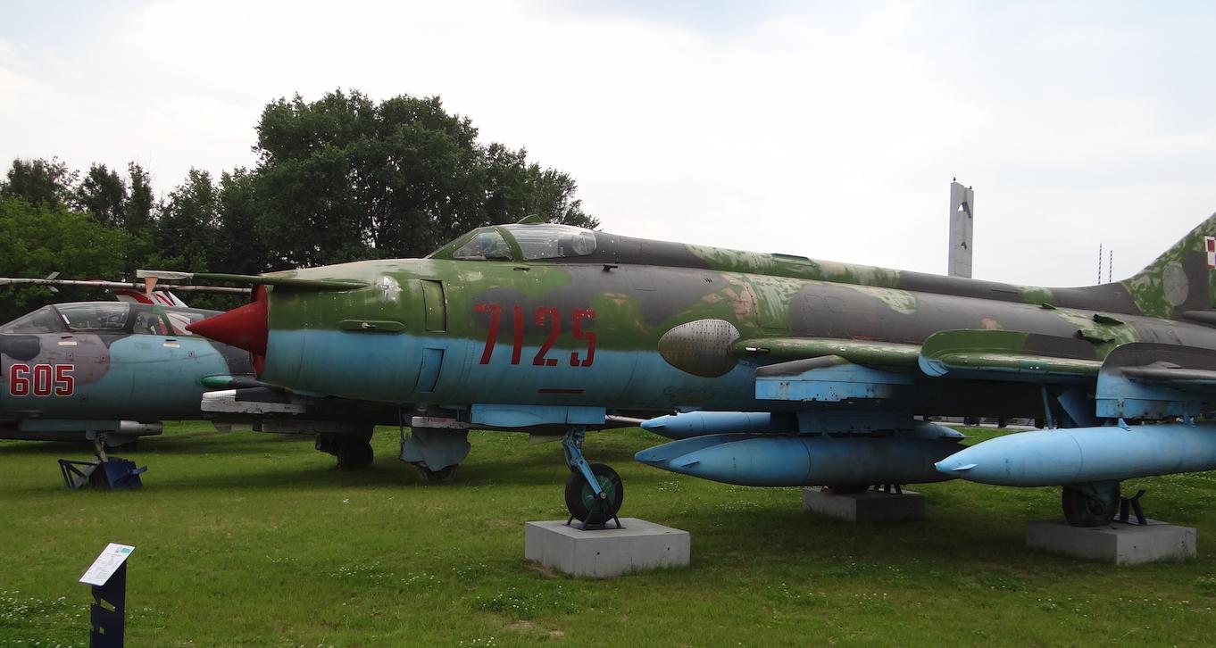 Su-20 nb 7125. Dęblin 2012 rok. Zdjęcie Karol Placha Hetman
