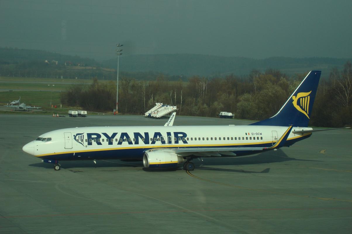 Boeing B.737-800, rejestracja EI-DCW, firmy Ryanair. Balice 2009 rok. Zdjęcie Karol Placha Hetman