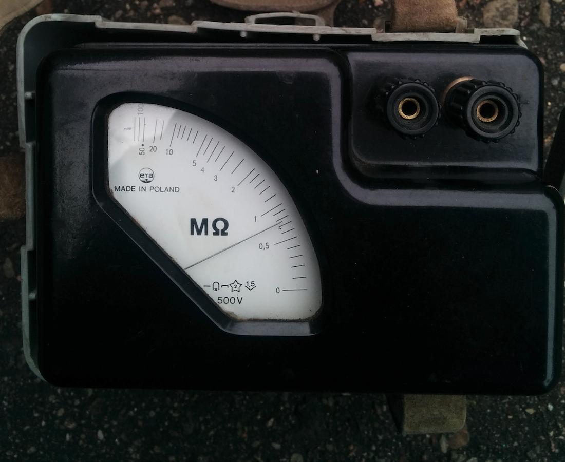 Induktorowy miernik izolacji IMI. Zdjęcie Marek Kaiper