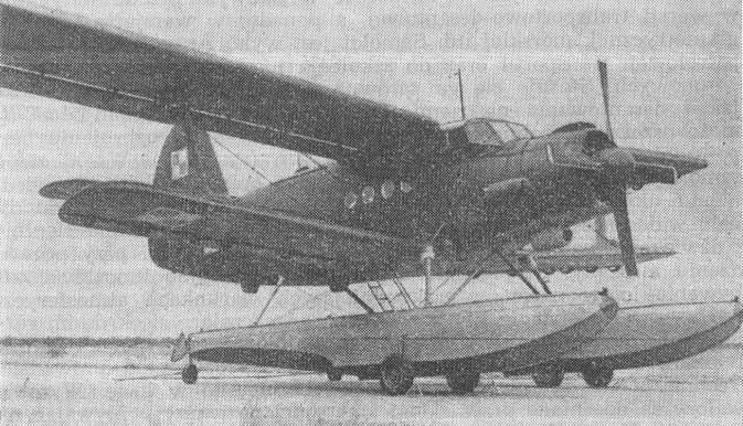 An-2 W. Doskonale widoczne pływaki i podwozie kołowe. 1964r. Zdjęcie LAC