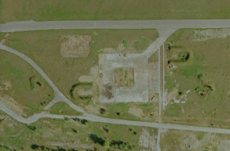 Pierwsza strefa rozśrodkowania. To miejsce w którym niemcy tankowali samoloty i był podziemny MPS. 2018 rok Zdjęcie gogle