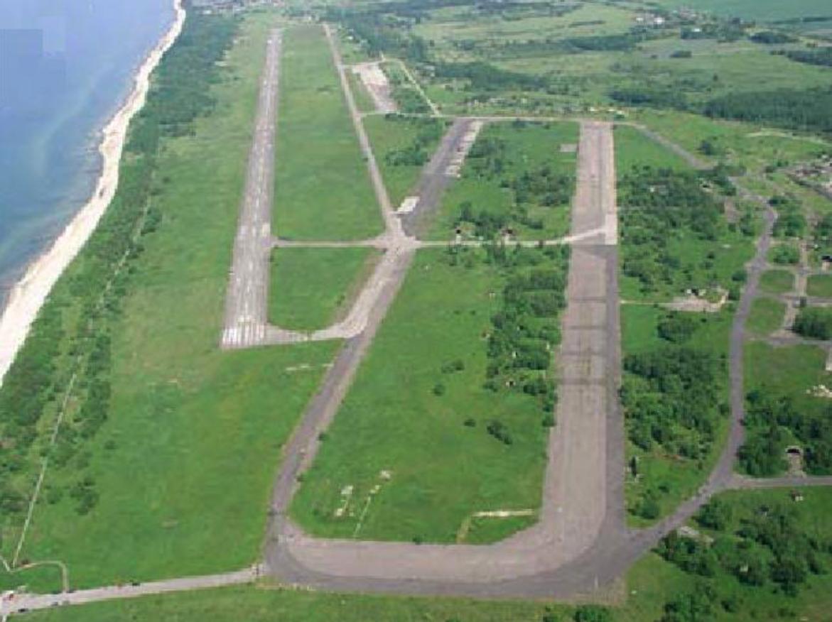 Lotnisko Bagicz w widoku z samolotu. 2006 rok. Zdjęcie LAC