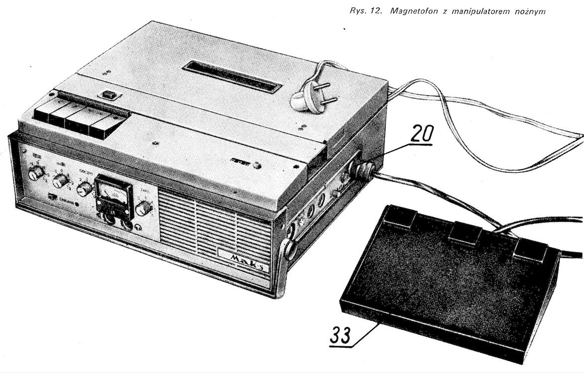 Magnetofon MAK-S z nożnym manipulatorem. Fotografia z instrukcji