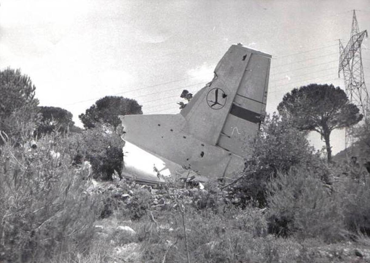 Polski An-12 rozbity w Bejrucie. 1977 rok. Zdjęcie LAC