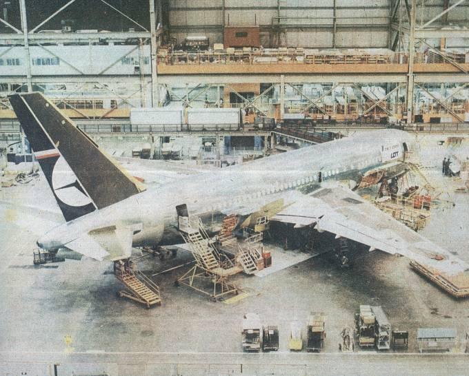 B-767-200 ER SP-LOA Gniezno podczas produkcji w Everett. Zdjęcie wykonano 13.03.1989r.