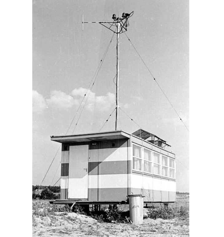 Tak wyglądało pierwsze stanowisko kontroli lotów na Lotnisku Rębiechowo. Zdjęcie LAC