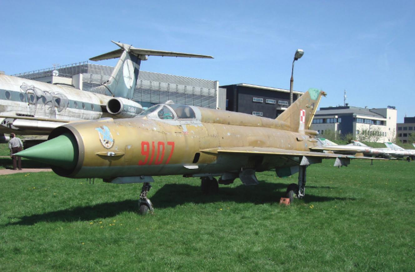Złoty MiG-21 MF nb 9107. Czyżyny 2008 rok. Zdjęcie Karol Placha Hetman