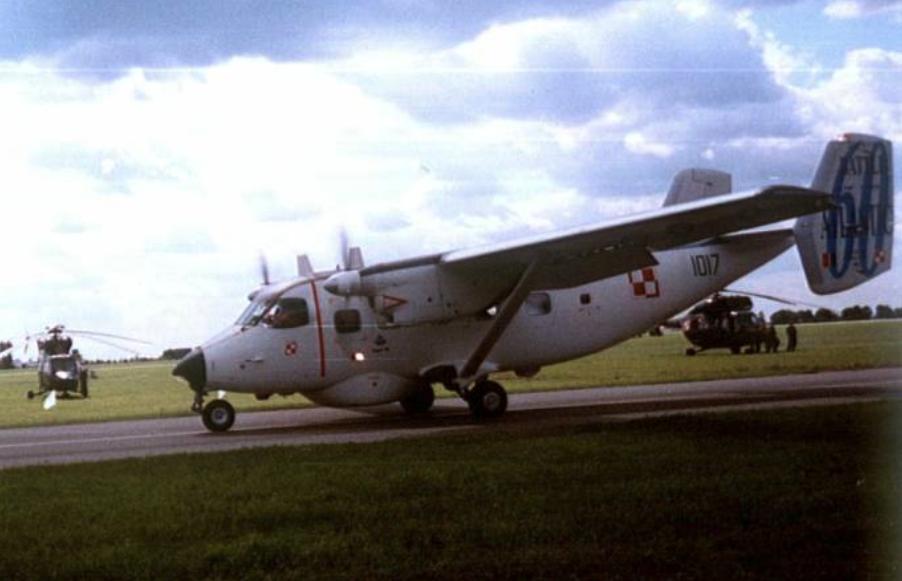 PZL Mielec M-28 Bryza nb 1017 w okolicznościowym malowaniu. Radom 2005 rok. Zdjęcie Karol Placha Hetman