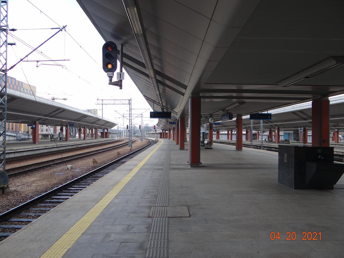 Kraków Główny, peron 2. 2021 rok. Zdjęcie Karol Placha Hetman
