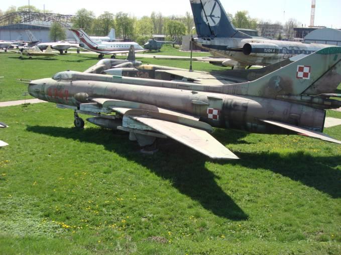 I ten sam samolot Su-20 nb 4242. Czyżyny 2009r.