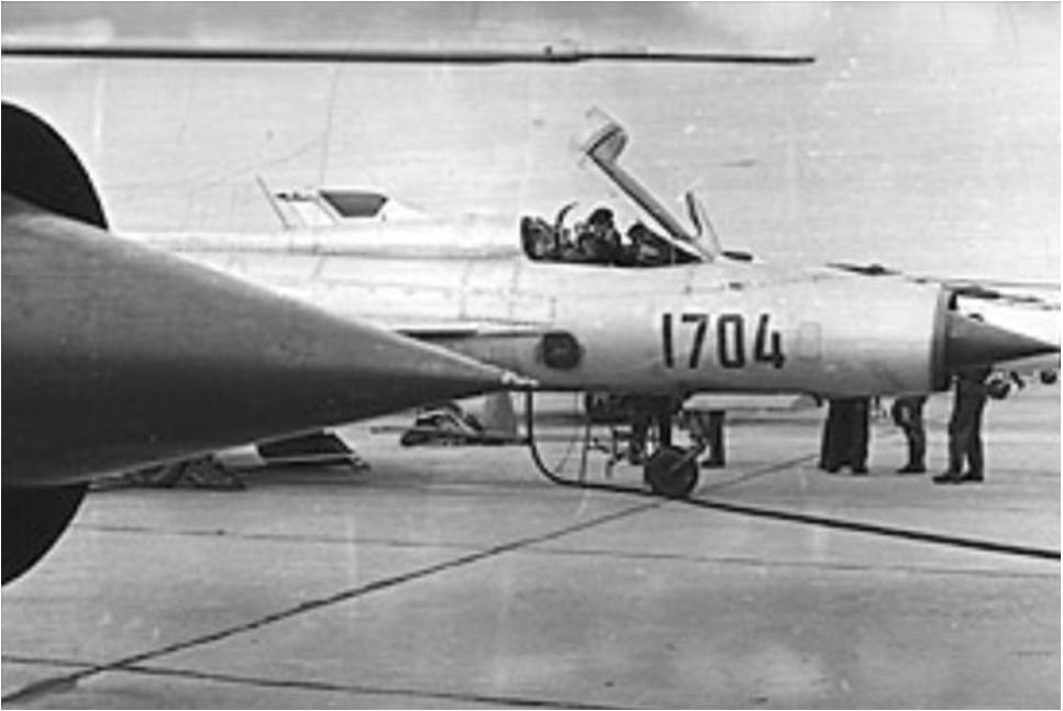 MiG-21 PF nb 1704 na Lotnisku Mierzęcice. Zdjęcie wykonano po 1966 roku. Zdjęcie LAC