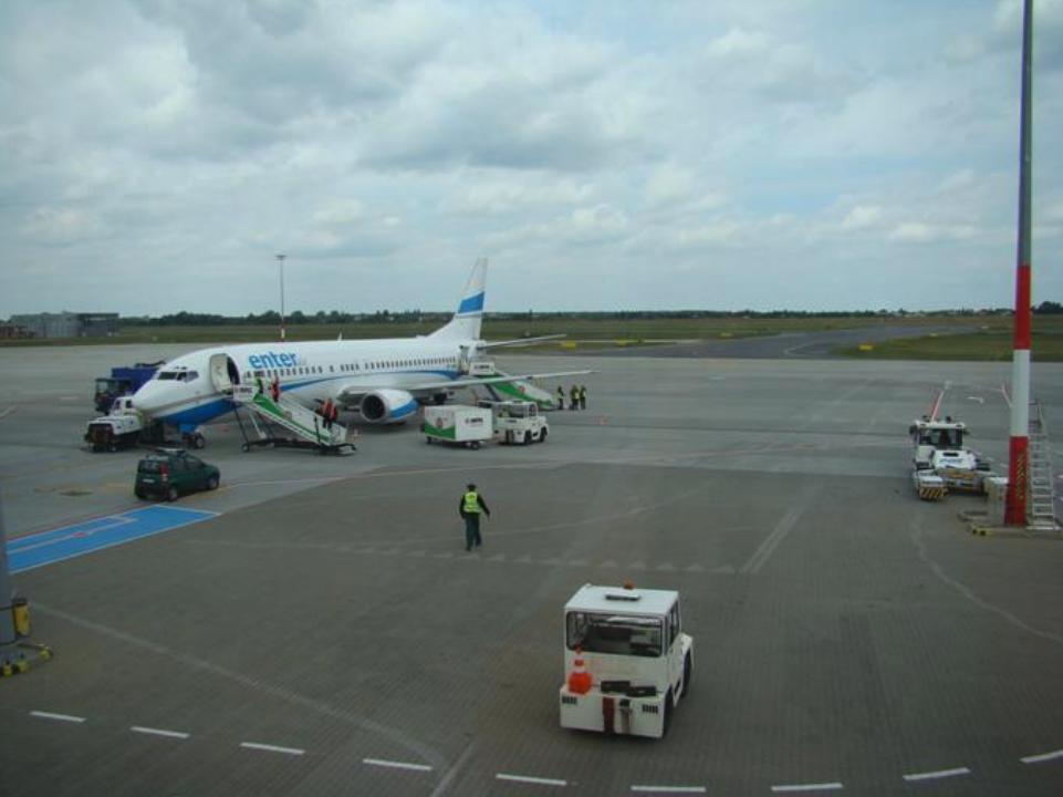 Samolot Boeing B.737 linii Enter Air. Lotnisko Ławica. 2013r. Zdjęcie Karol Placha Hetman