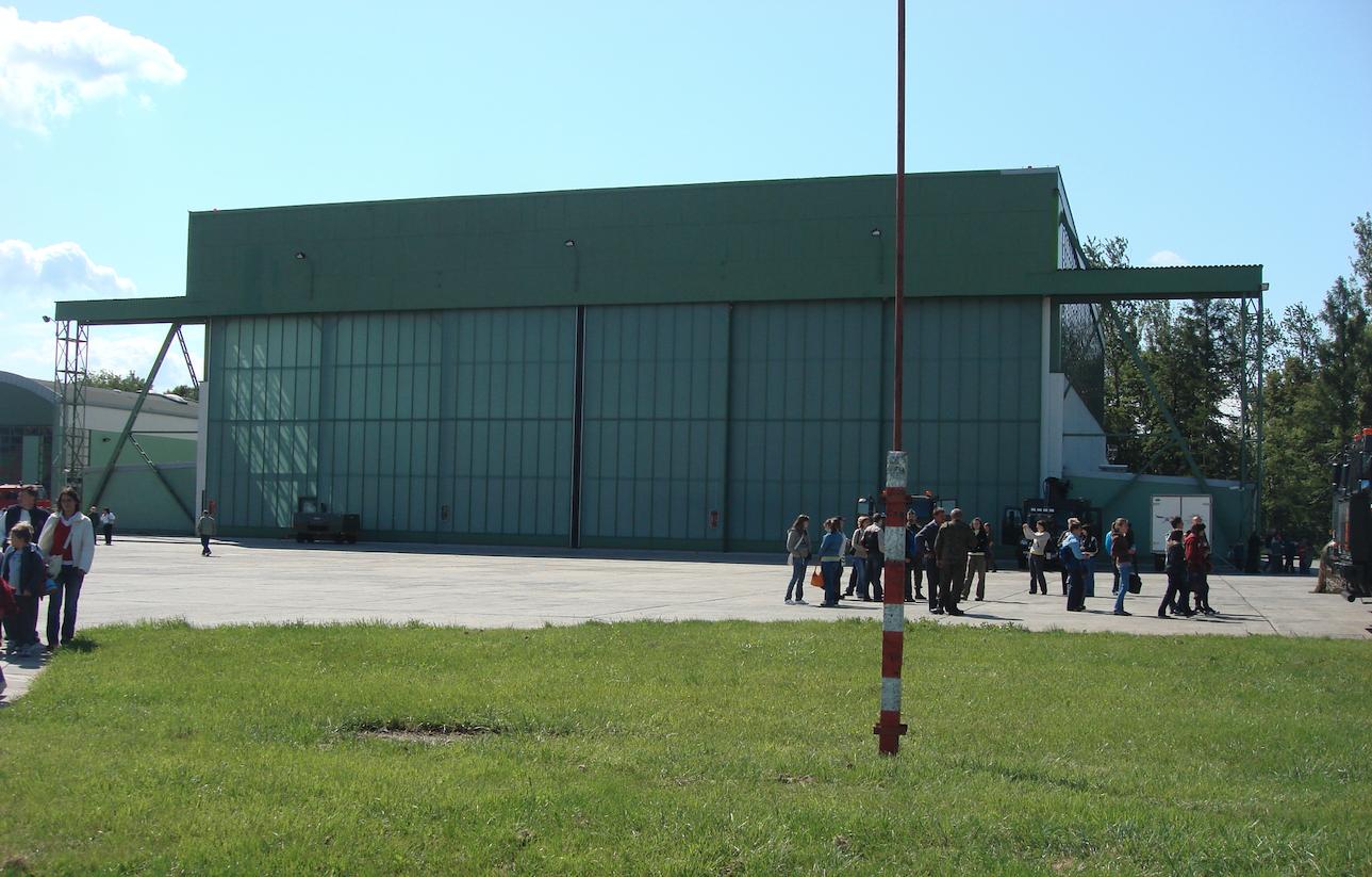 Hangar na Lotnisku Balice. 2009 rok. Zdjęcie Karol Placha Hetman