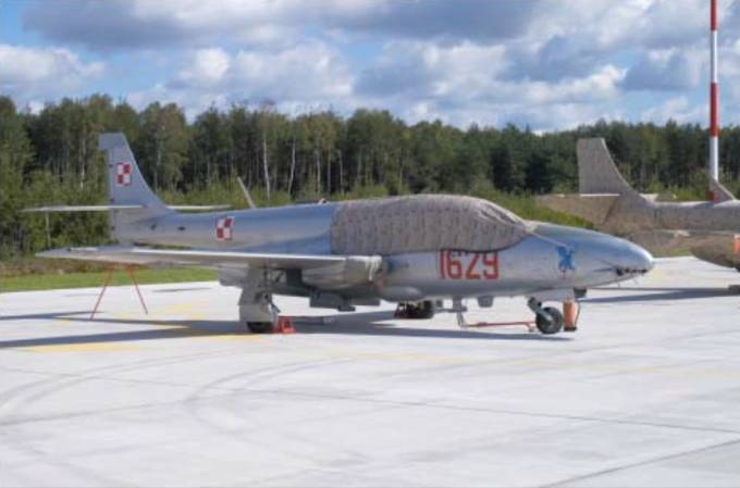 TS-11 nb 1629 10 ELT na Lotnisku Łask. 2006r.