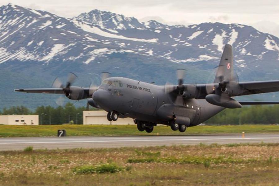 C-130 nb 1504 na ćwiczeniach Red Flag. Zdjęcie czerwiec 2012 rok, 33 BLTr.
