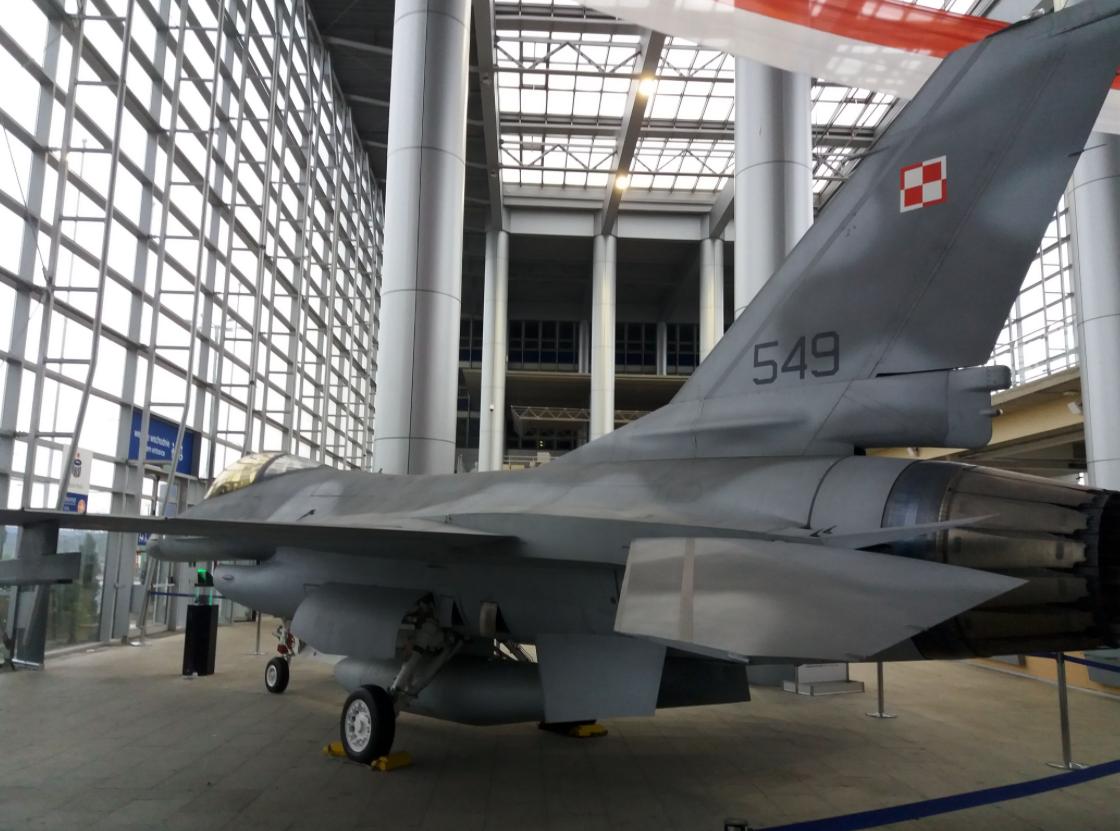 F-16 nb 549, pomoc dydaktyczna. Poznań 2018 rok. Zdjęcie Sławomir Rajczak