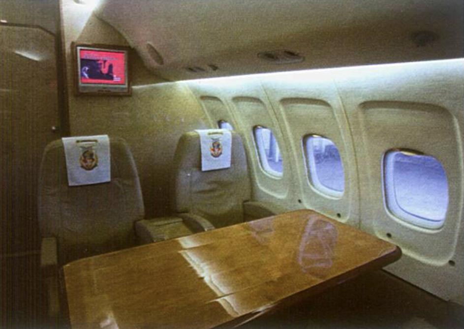 Tu-154 M nb 101. styczeń 2010 rok. Drugi przedział. Zdjęcie LAC