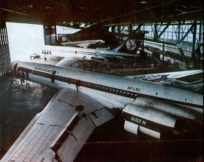 Ił-62 M SP-LBC Okęcie. Dobrze widoczne skrzydło. 1986r.