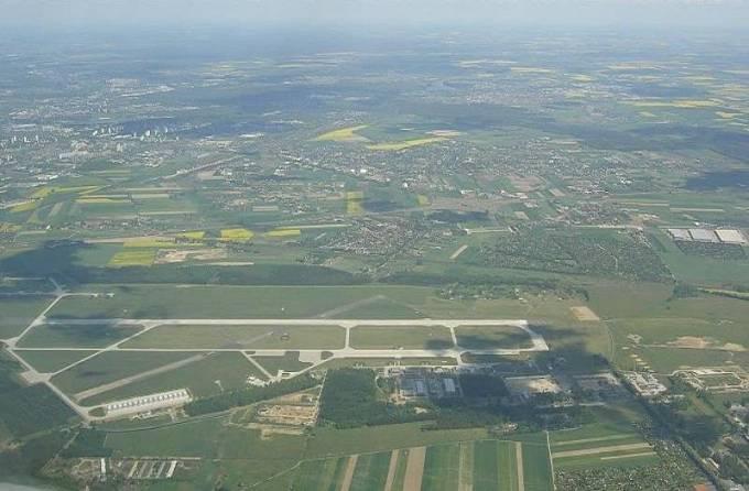 Lotnisko Krzesiny. Widok w kierunku północnym. 2010r.