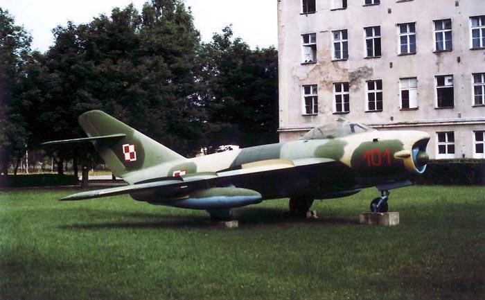 Lim-6 MR nb 101 jako pomnik na terenie Lotniska Siemirowice. 1997r.