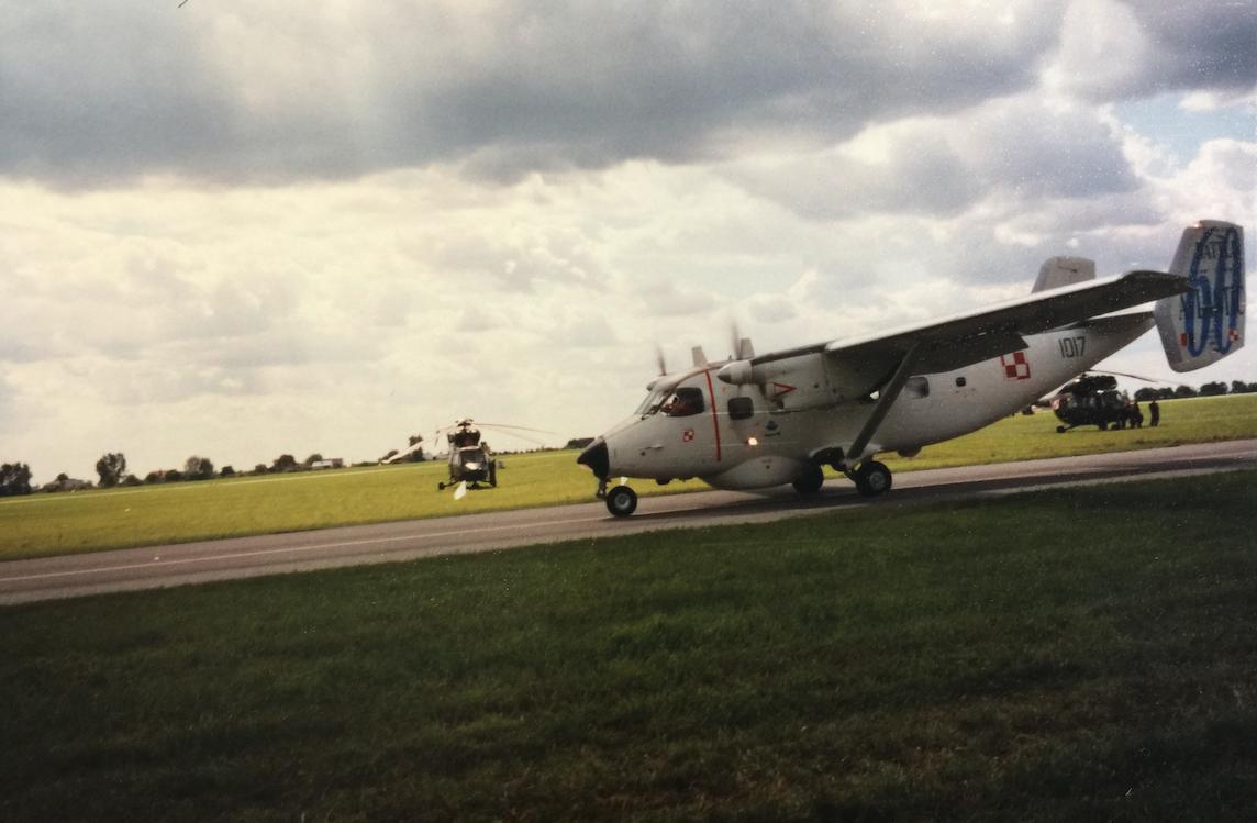 M-28 Bryza nb 1017 w okolicznościowym malowaniu Polskiego Lotnictwa Marynarki Wojennej. Radom 2005 rok.Zdjęcie Karol Placha Hetman