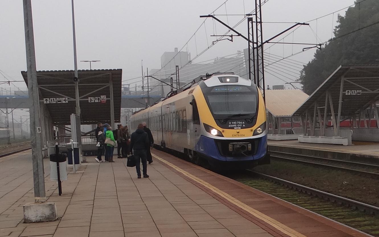 NEWAG EN-79-004. Kraków Płaszów 2017 rok. Zdjęcie Karol Placha Hetman