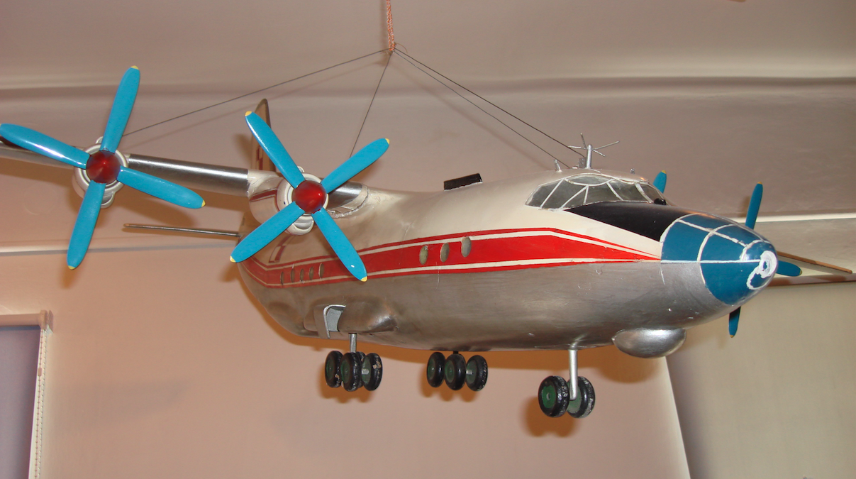 Model An-12. Izba tradycji JW1616. 2008 rok. Zdjęcie Karol Placha Hetman