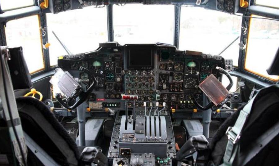 Kabina Polskiego C-130 E. 2009 rok. Zdjęcie PSP