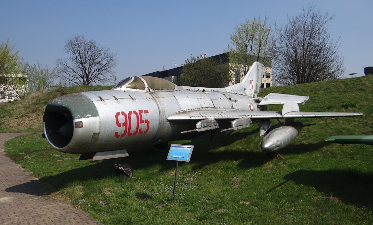 Ten sam samolot, MiG-19 nb 905. Czyżyny. 2019 rok. Zdjęcie Karol Placha Hetman