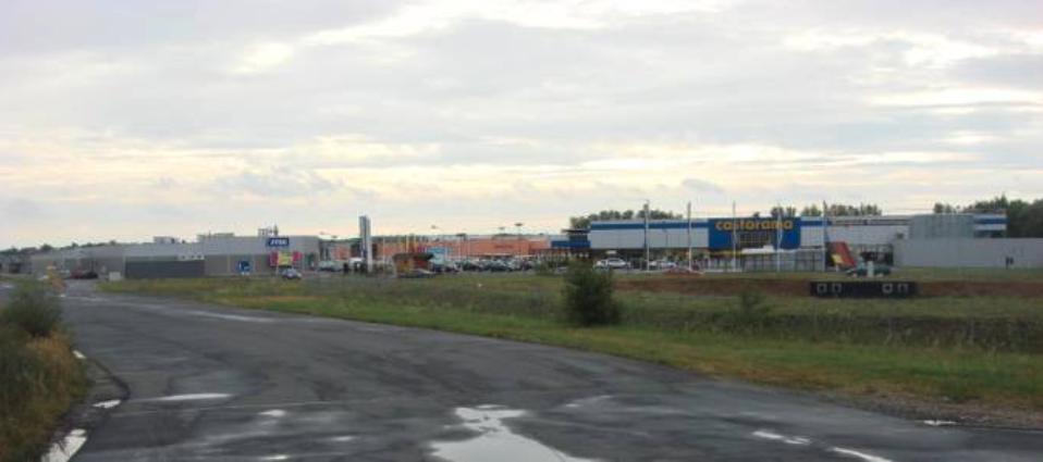 Nowe centrum handlowe na terenie Lotniska w części zachodniej. 2010 rok. Zdjęcie Karol Placha Hetman