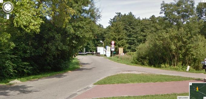 Wjazd na teren poligonu od strony Miejscowości Jarosławiec. 2013r. Zdjęcie Google mapy