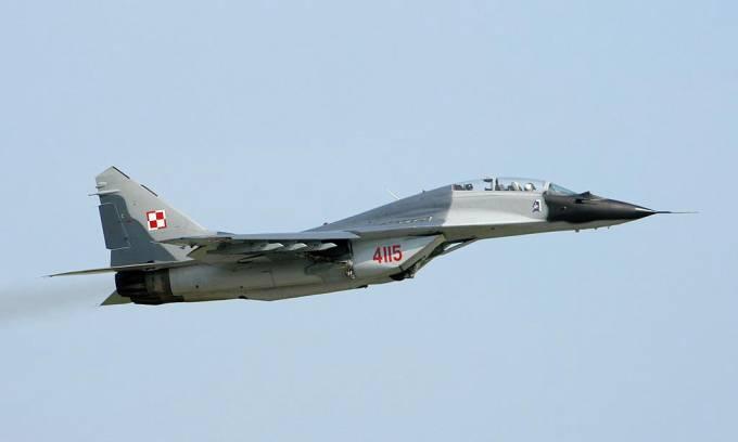 MiG-29 UB nb 4115 w locie w Malborku. 2006r.
