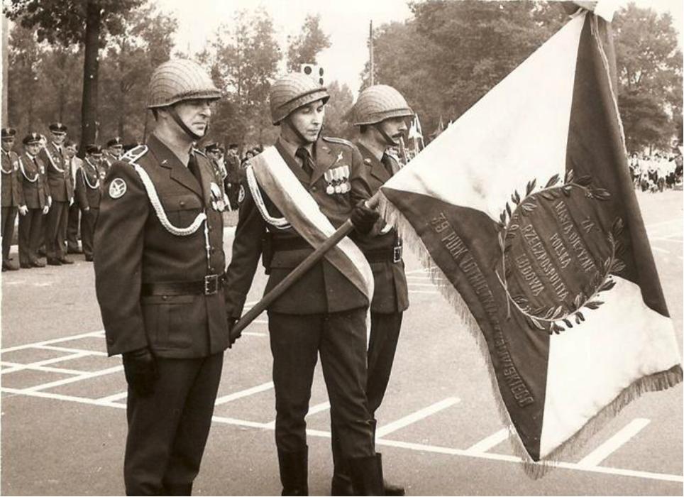 Uroczystość rozformowania 39. PLM Mierzęcice. 1987 rok. Zdjęcie LAC