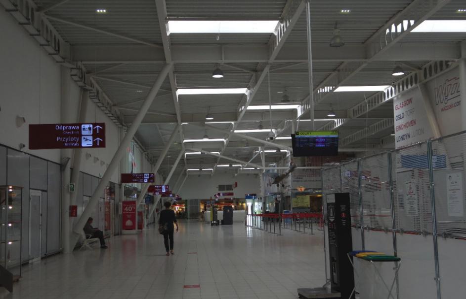 Terminal Portu Lotniczego Lublin w Świdniku. Wnętrze. Widok w kierunku zachodnim. 2016 rok. Zdjęcie Karol Placha Hetman
