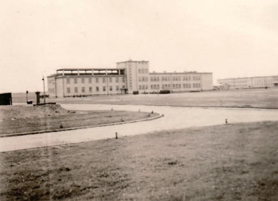 Koszary artylerii na Boernerowie. 1932 rok. Zdjęcie LAC