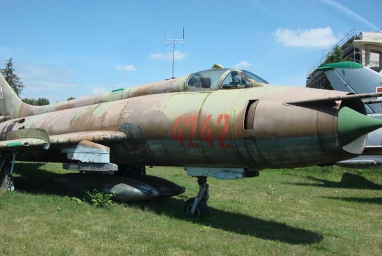 Suchoj Su-20 nb 4242. Czyżyny 2007. Photo by Karol Placha Hetman