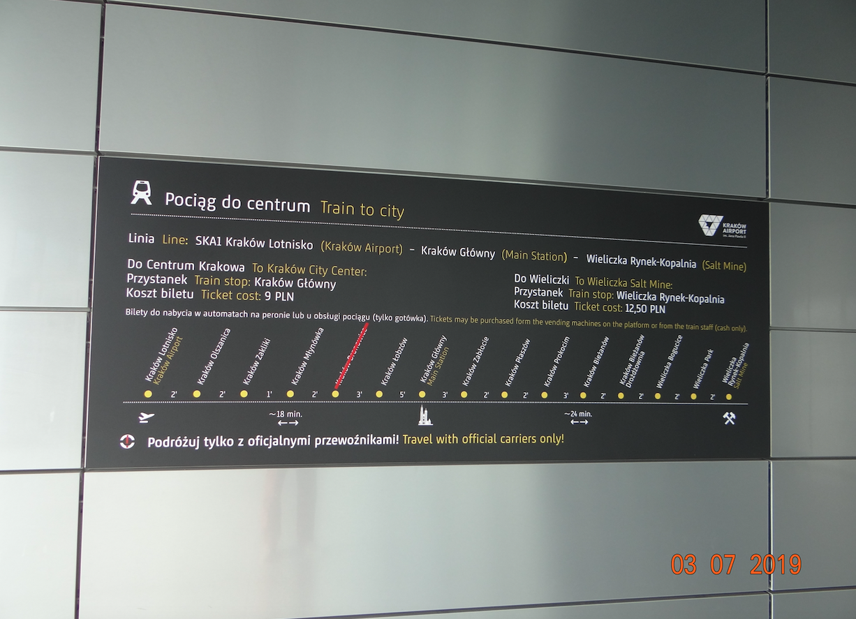 Stacja kolejowa Lotnisko. Rozkład jazdy 2019 rok. Zdjęcie Karol Placha Hetman